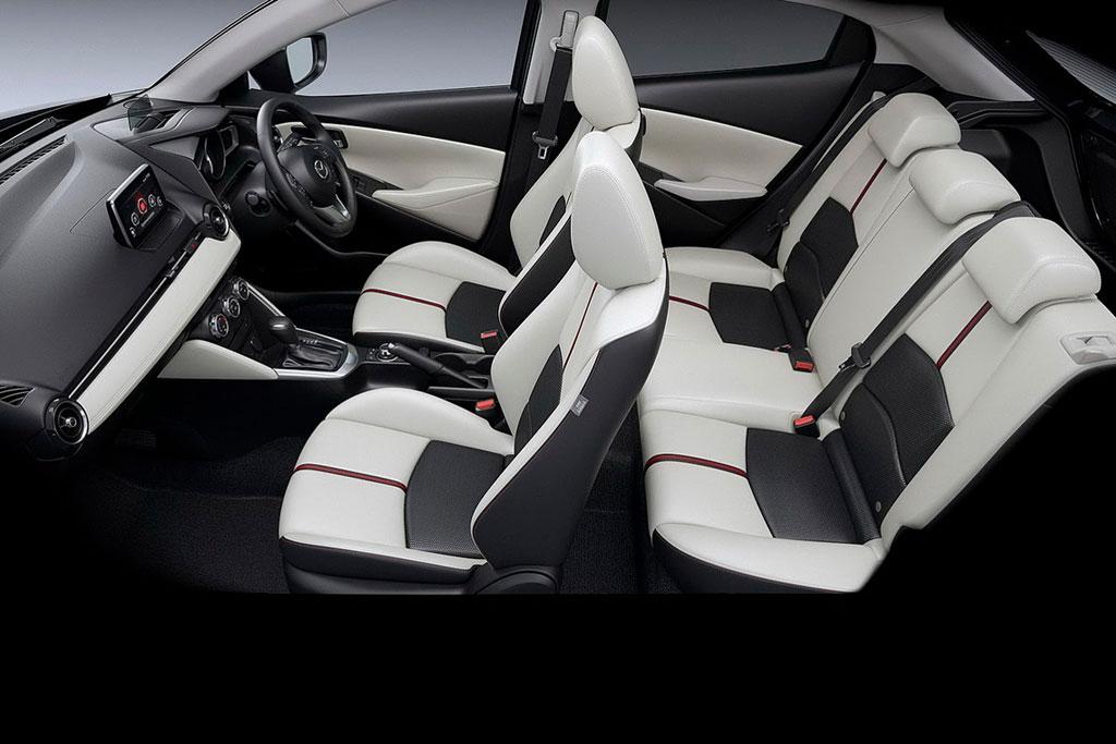 Интерьер Mazda2 II фото