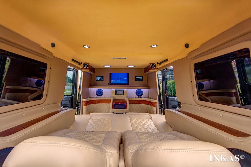 Фото салона Мерседес G63 AMG лимузин