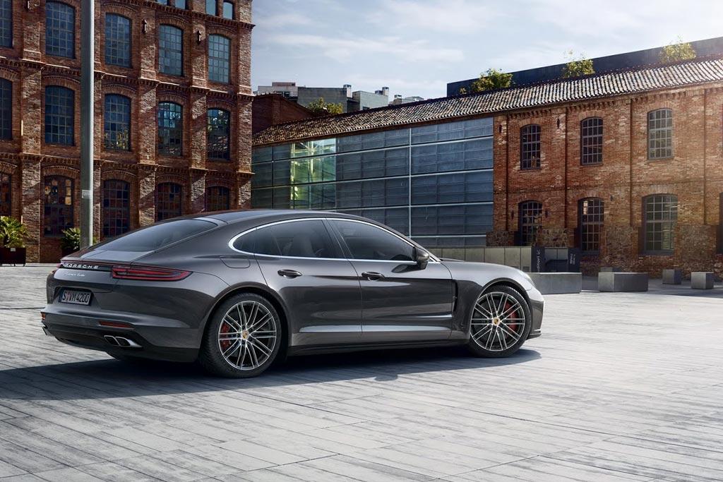 Фото Porsche Panamera в новом кузове
