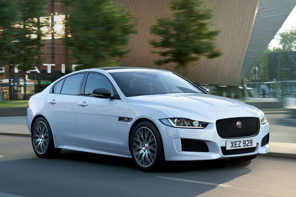 Новая модель Jaguar XE 2019