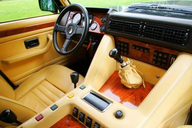 Салон Lamborghini LM002