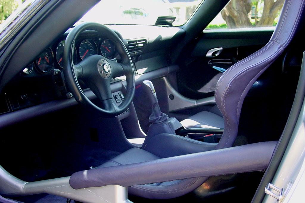 Салон дорожного Порше 911 GT1