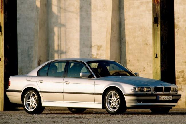 Автомобиль BMW 7 E38