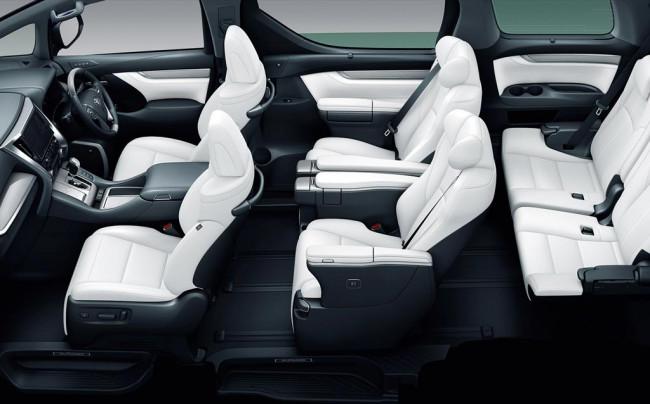 Интерьер минивена Toyota Alphard 3