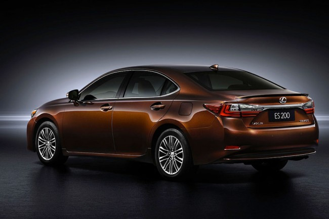 Новый Lexus ES 200