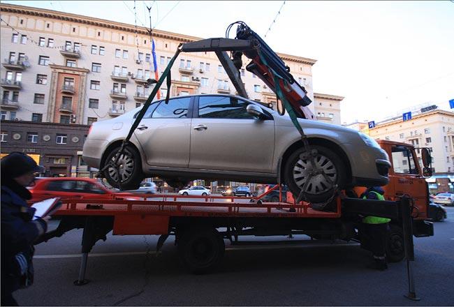Эвакуаторам запретят забирать машину в присутствии владельца