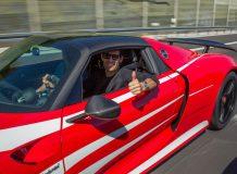 Марк Уэббер за рулем своего 918 Spyder