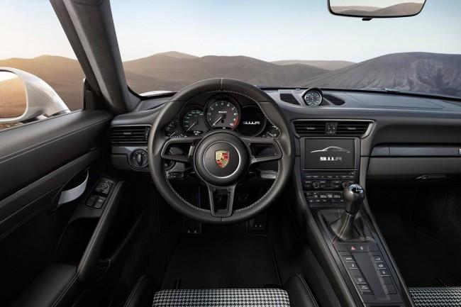 Салон автомобиля Порше 911 R