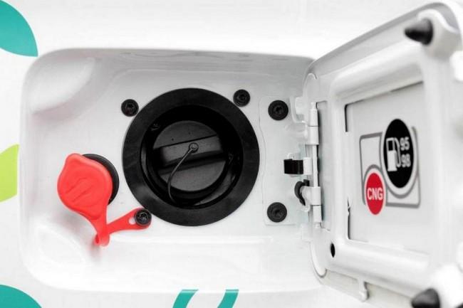 Под лючком бензобака Весты CNG