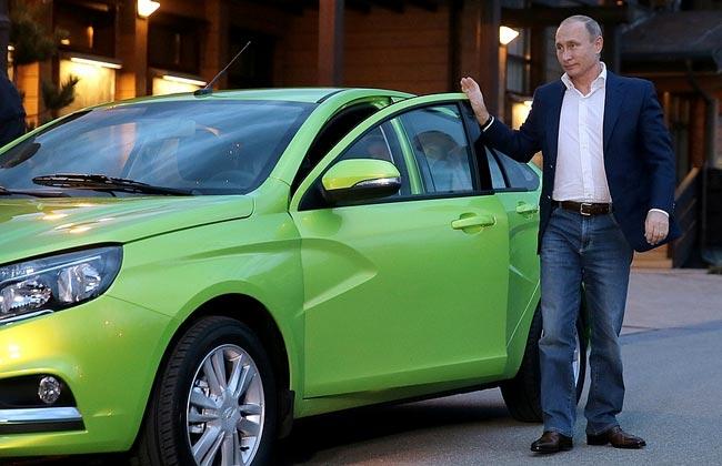 Владимир Путин прокатился на Ладе Весте