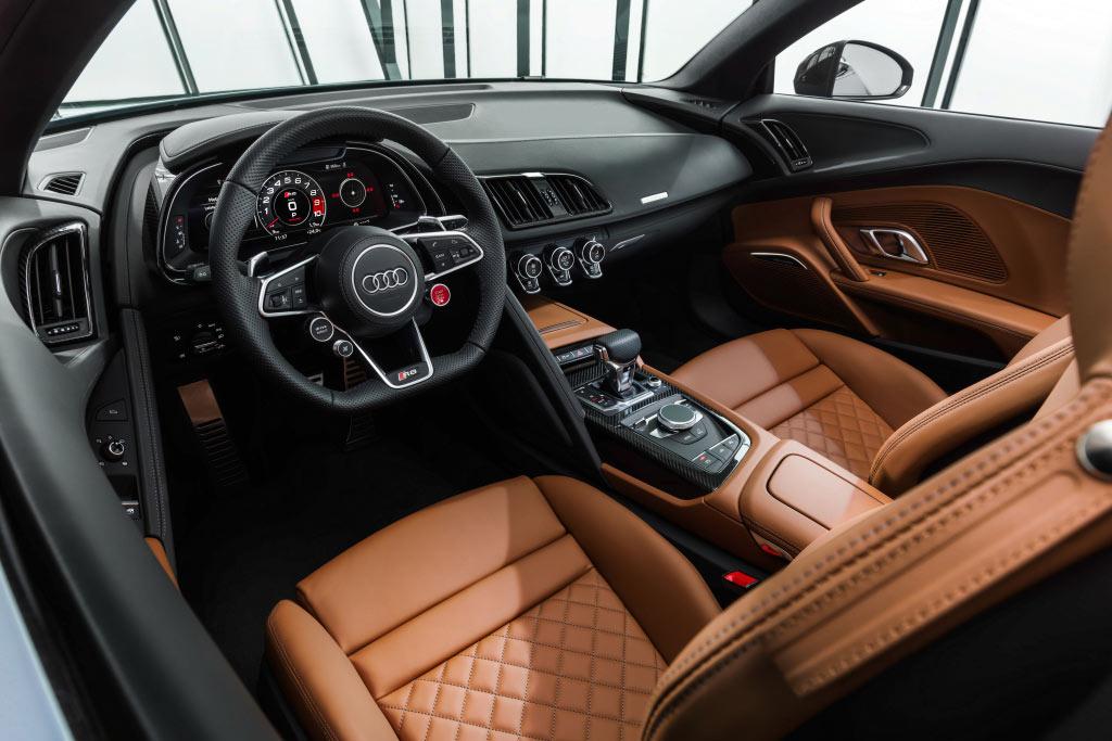 Салон нового Ауди R8 Spyder