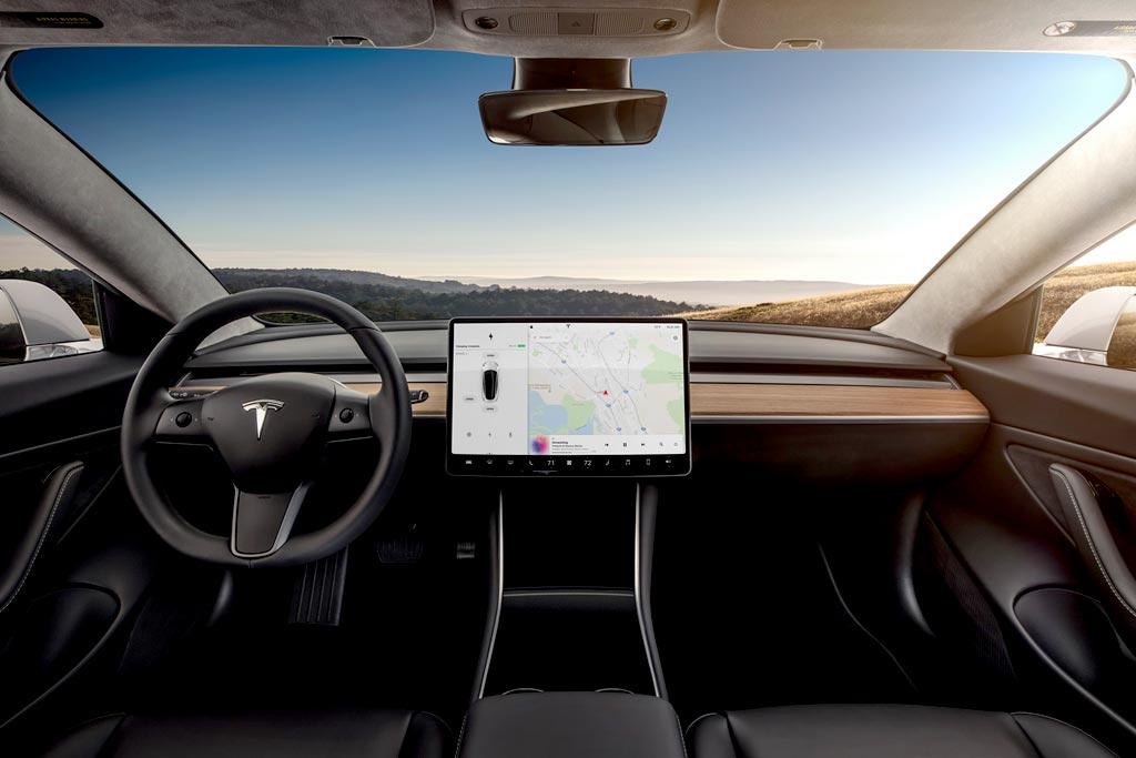 Салон Тесла Модель 3