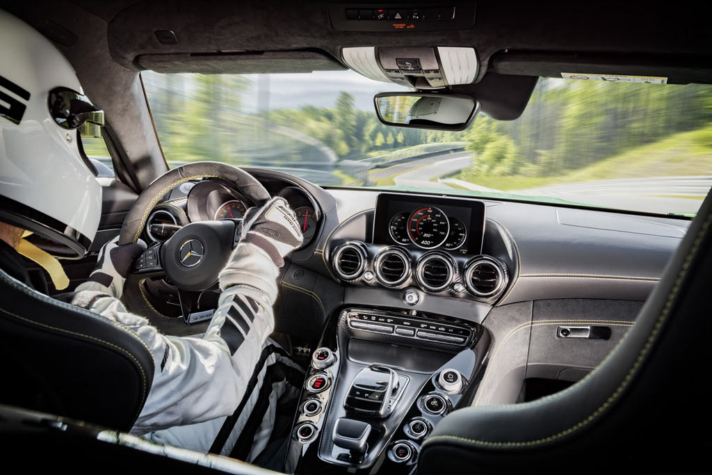 Салон Mercedes-AMG GT R