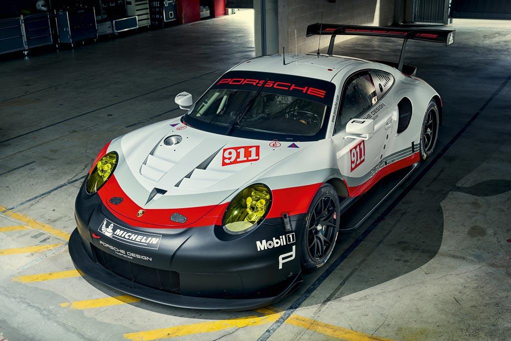 Гонончый Porsche 911 RSR 2017