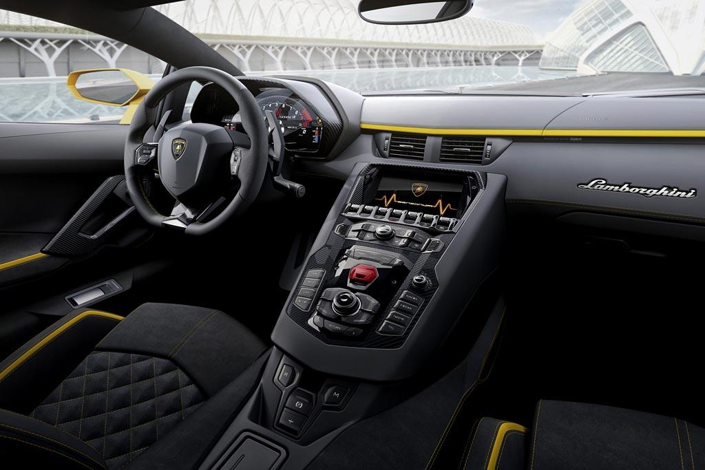 Фото салона Lamborghini Aventador S