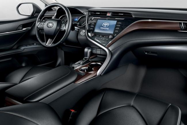Салон Toyota Camry V70