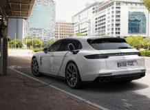 Гибридный универсал Porsche Panamera фото
