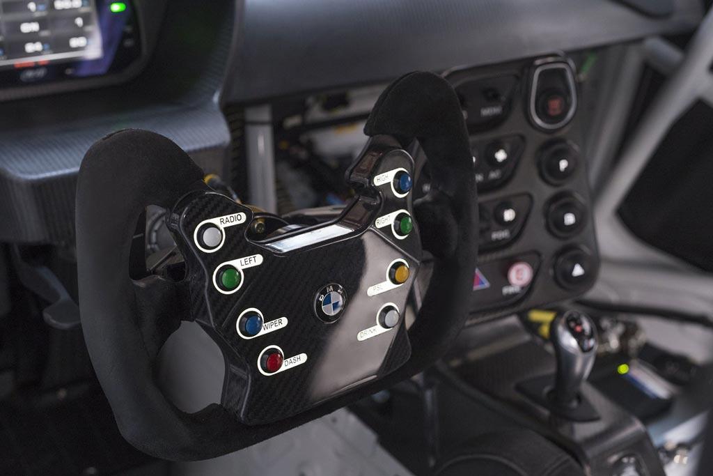 Салон БМВ М4 GT4