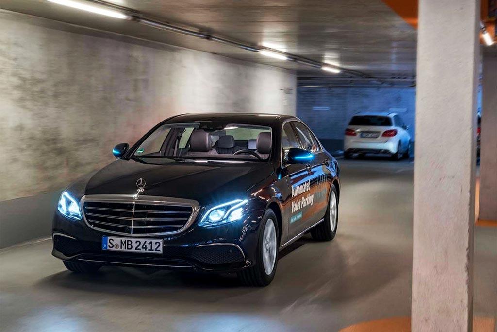 Mercedes автоматически паркуется