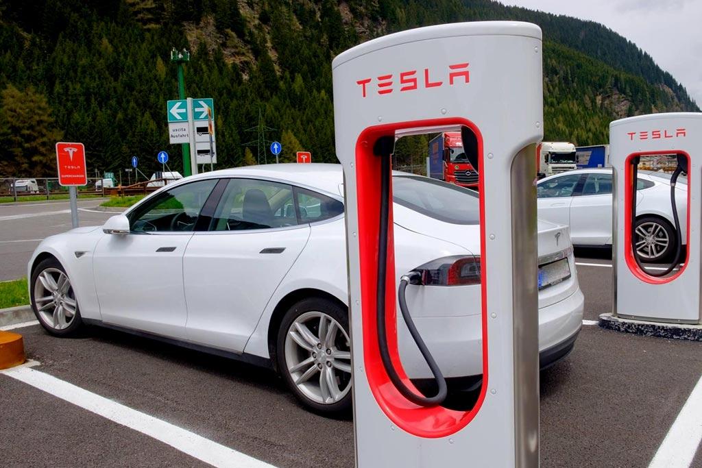В ПДД появилось определение электромобиля