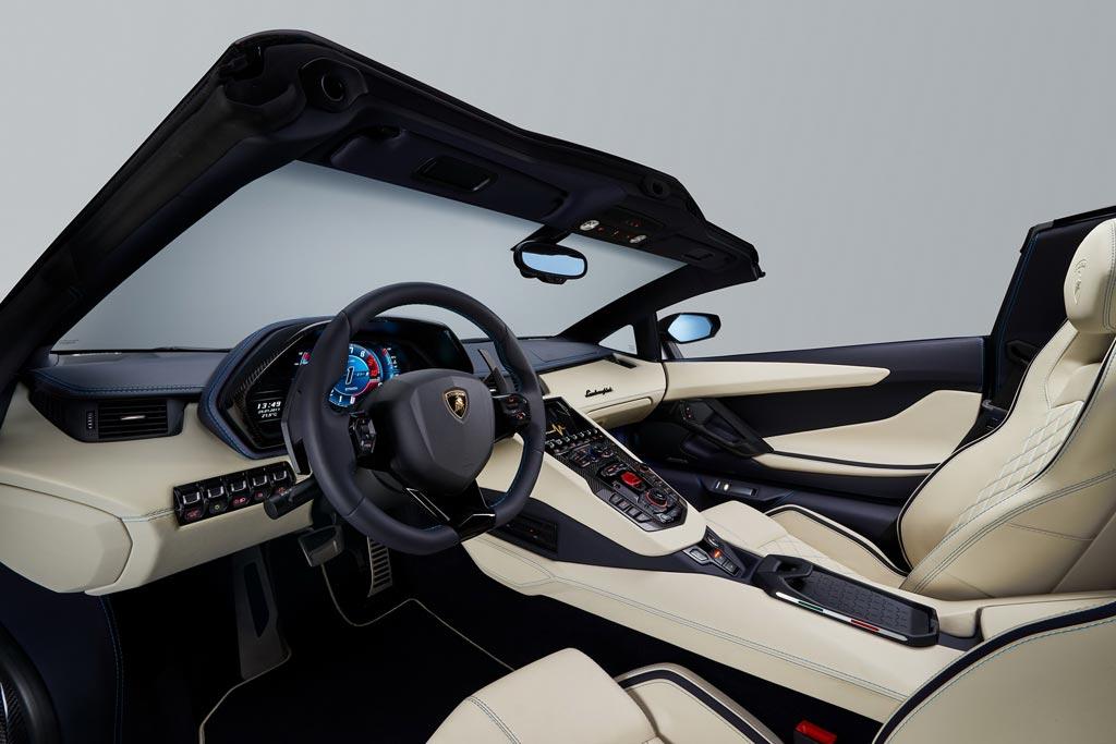 Салон Aventador S Roadster