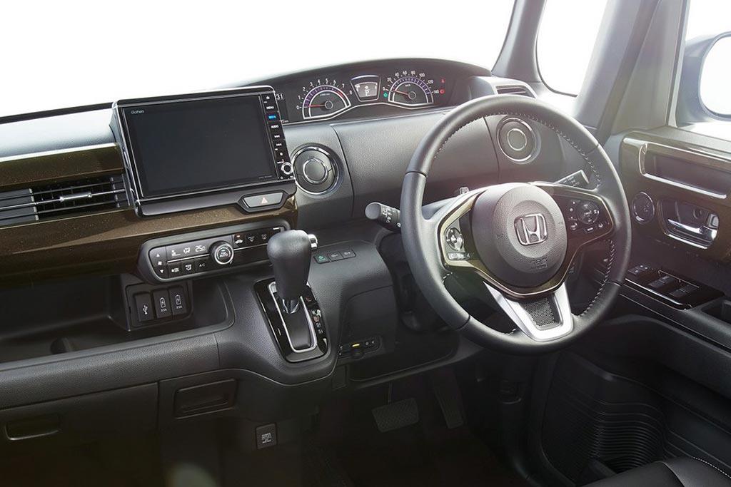 Салон новой Хонда Н-Бокс 2