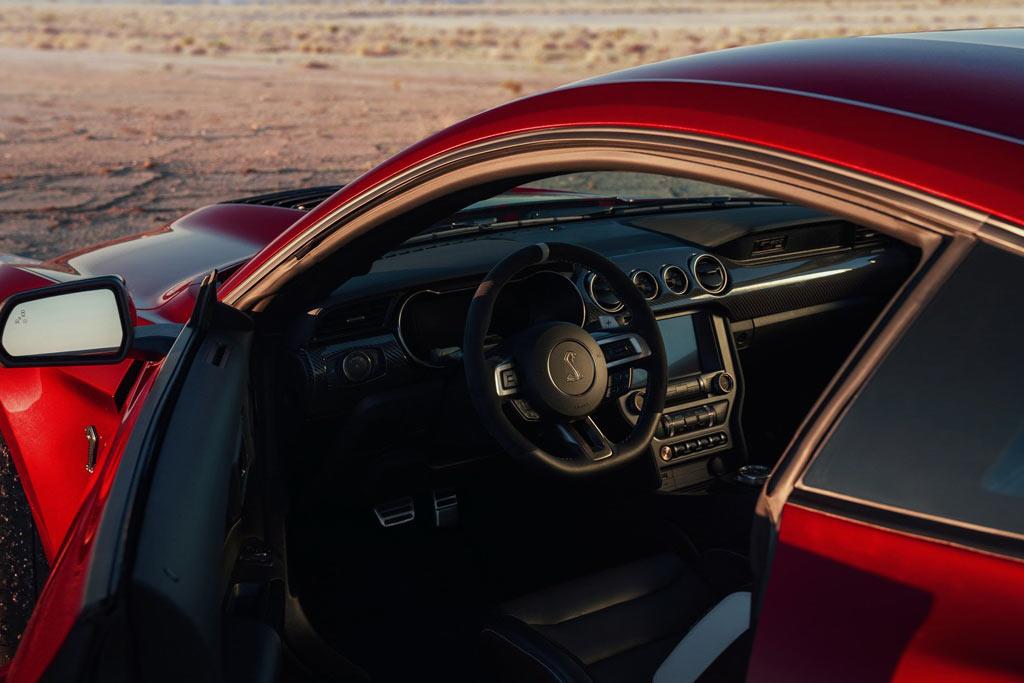 Салон Shelby GT500