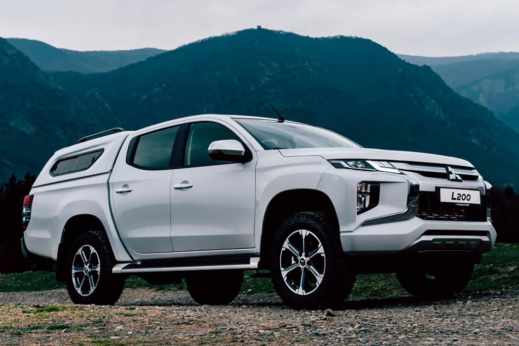 Toyota Hilux стал самым продаваемым в России пикапом: УАЗ остался позади
