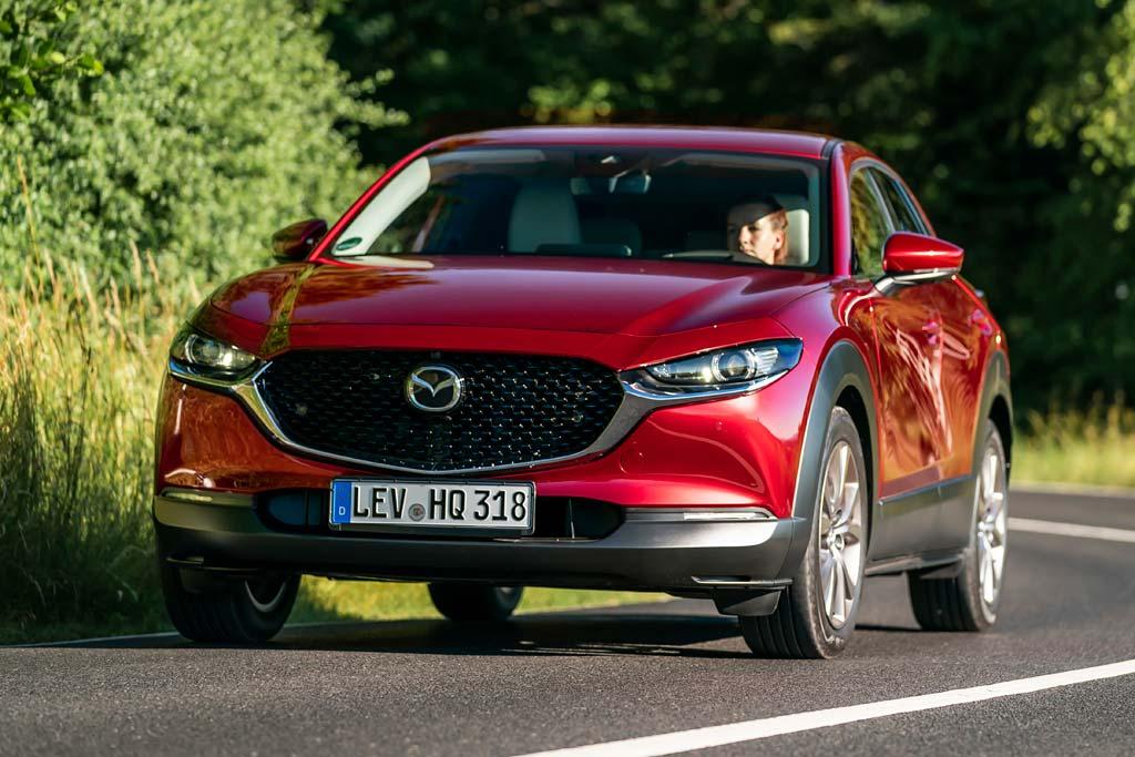 Новая Mazda CX-30 в России: названы цены и комплектации