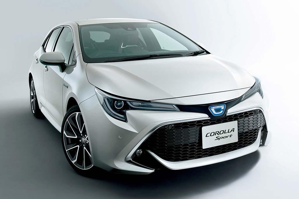Логотип гибридной Toyota Corolla