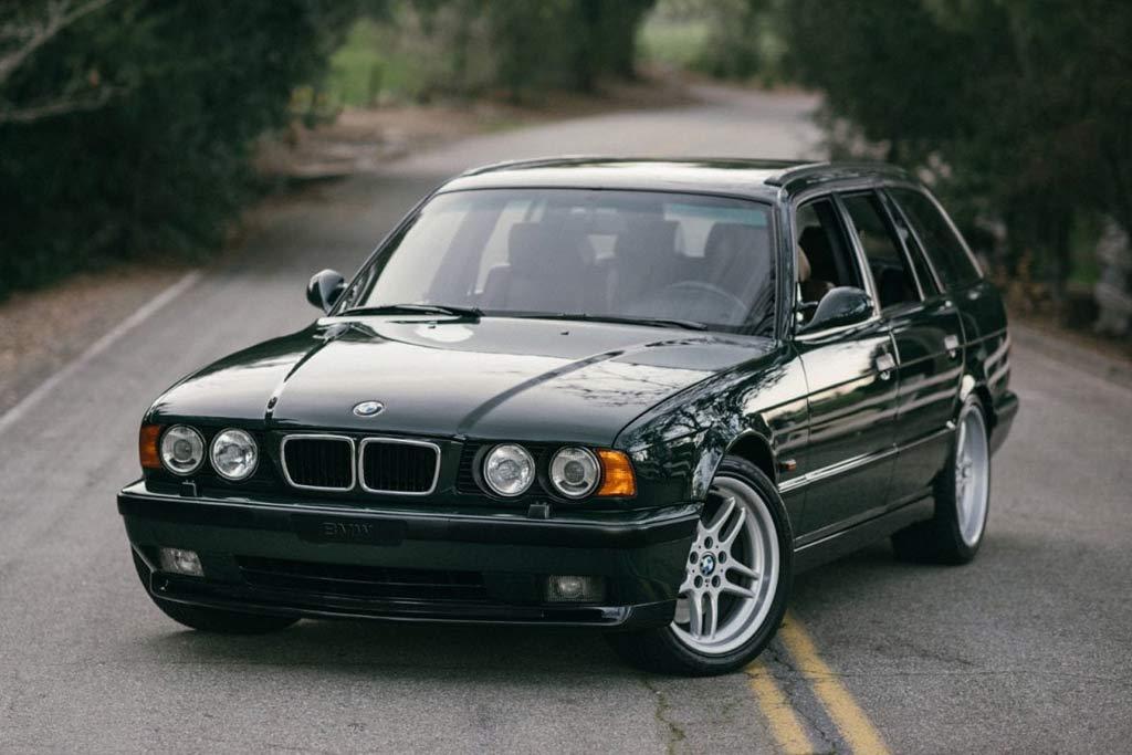 BMW M5 Touring (E34)