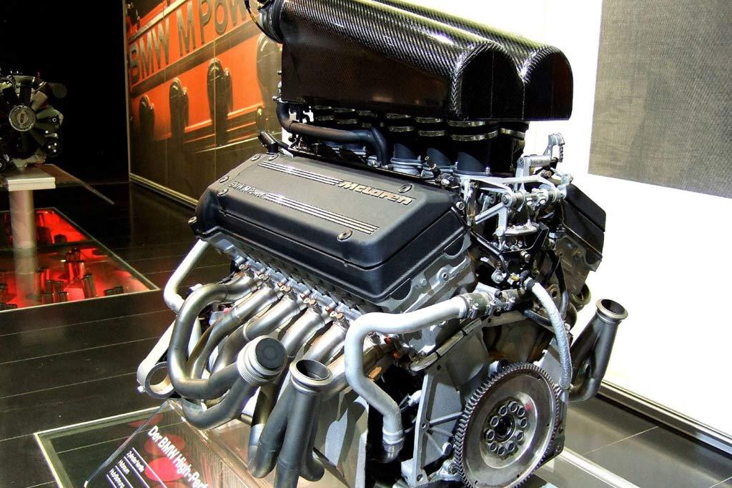 Двигатель Макларен F1