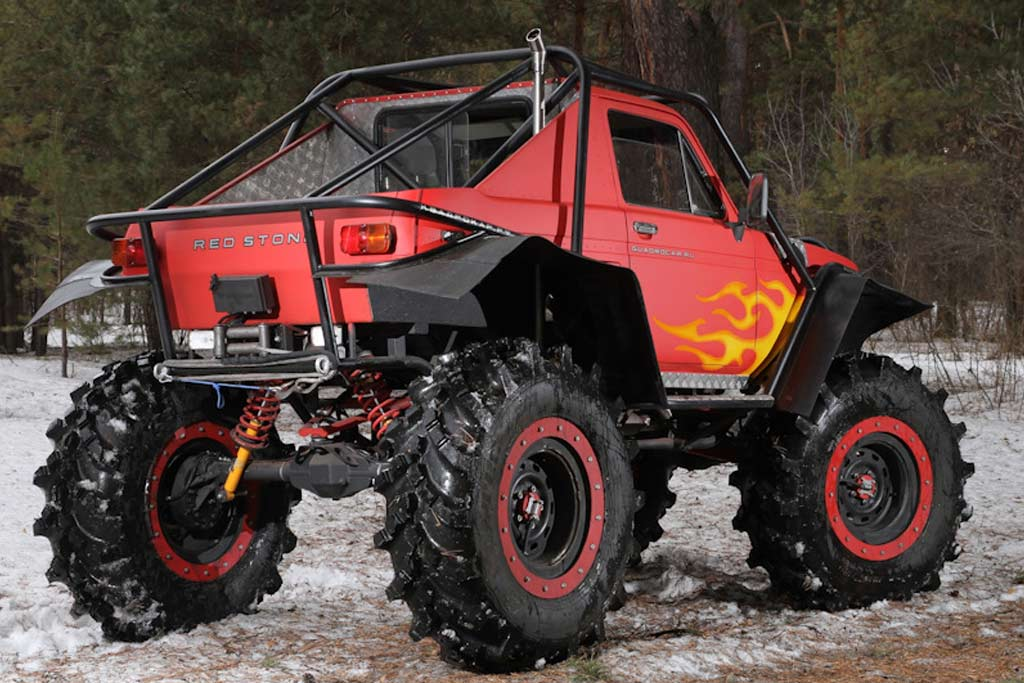 Lada 4x4 Red Stone
