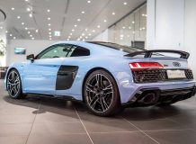 Audi R8 Frosted Glass Blue