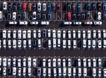 Парковка Bentley в Крю