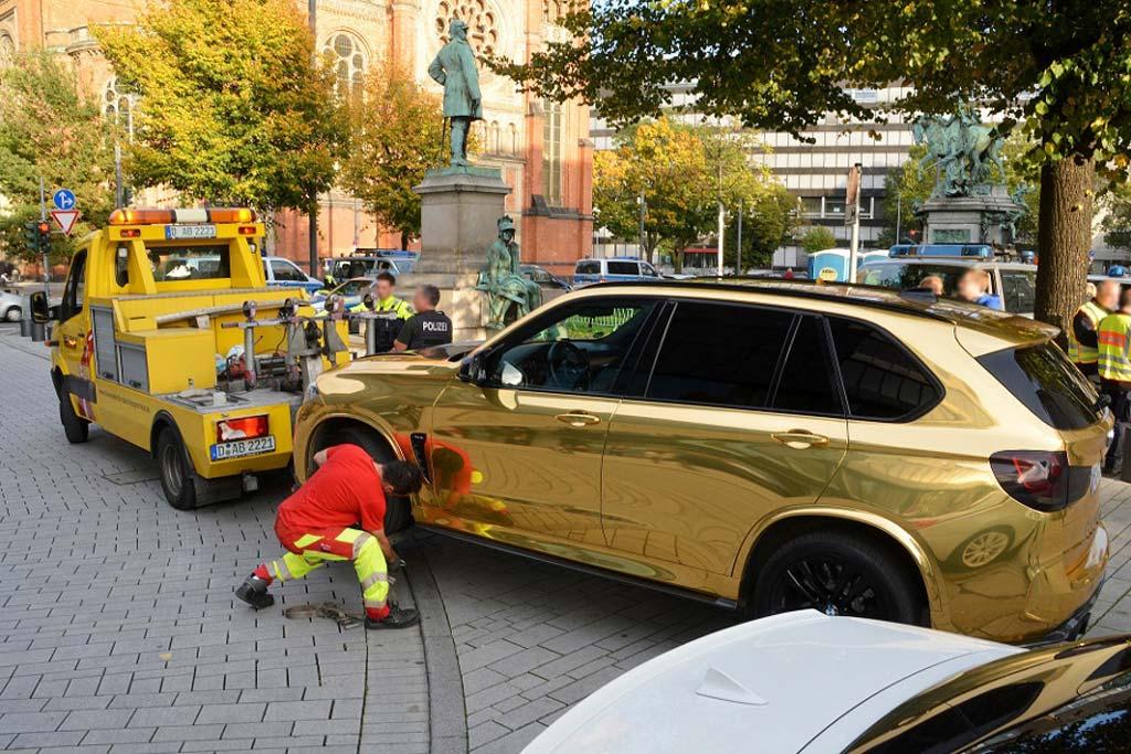 BMW X5 в золотом виниле