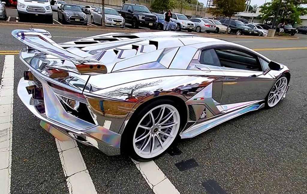 Зеркальный Aventador SVJ