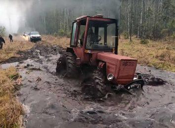 Трактор против внедорожников