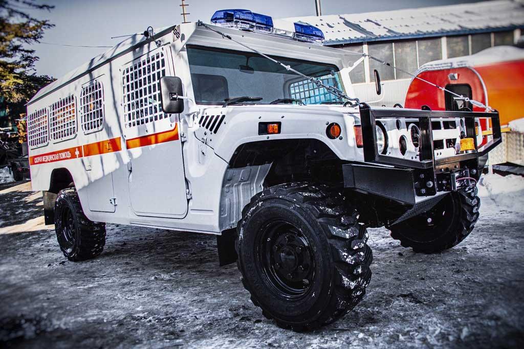 Во Владивостоке «японский Hummer» превратили в машину скорой помощи
