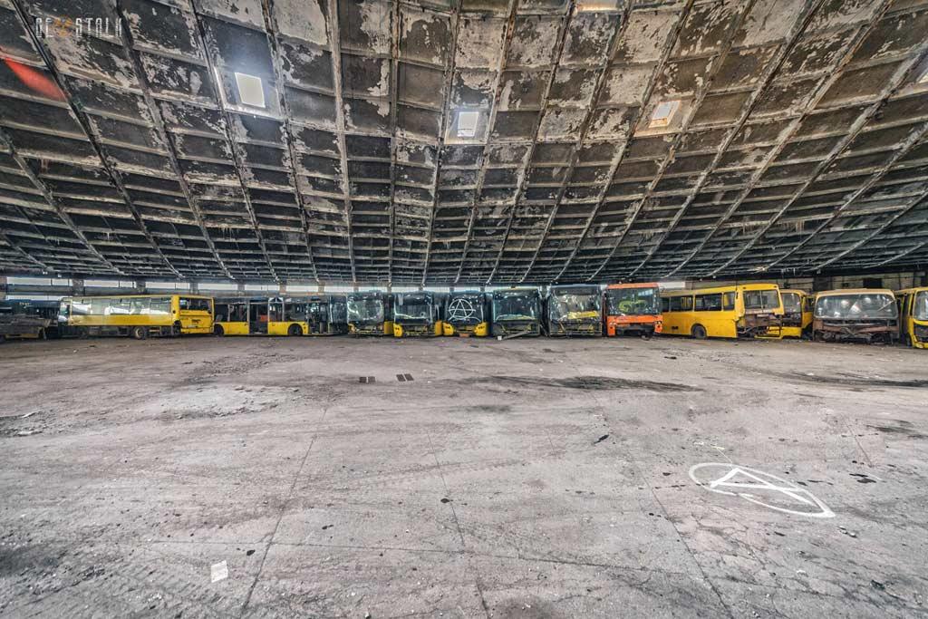 Заброшенный автобусный парк