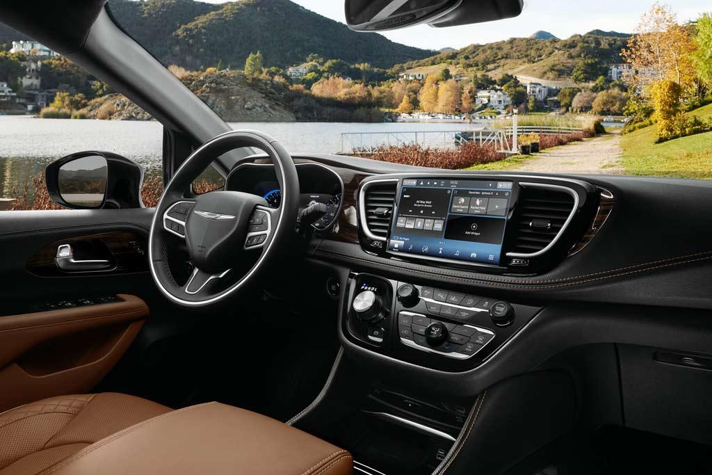 """Картинки по запросу """"Chrysler Pacifica 2021 салон"""""""