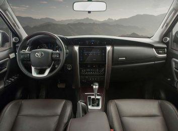 Тойота Фортунер 2020