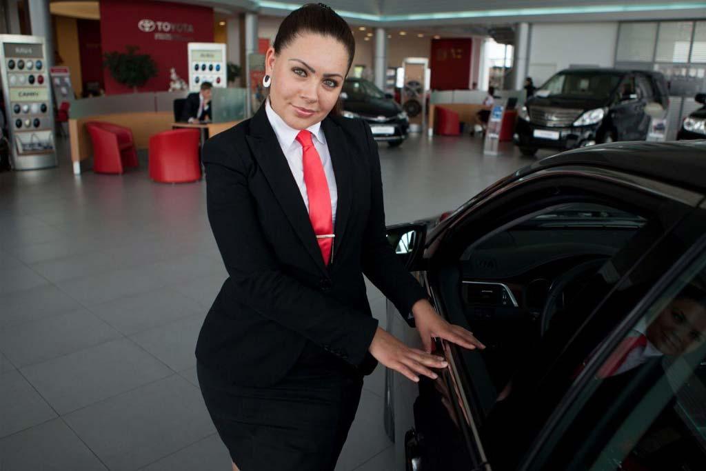 После карантина новые машины оказались никому не нужны: автосалоны в Германии пустуют