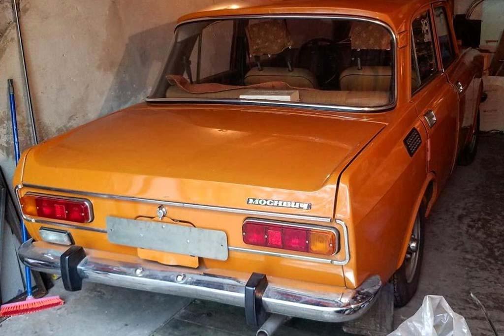 Привет из прошлого: обнаружен простоявший 30 лет в гараже Москвич-2140