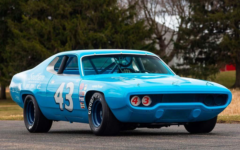 Чемпионский Plymouth Road Runner 1971: последняя машина NASCAR с серийным кузовом