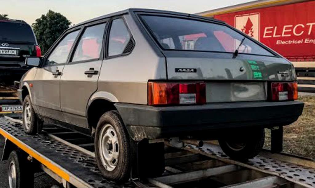 В гараже обнаружилась новая «девятка» ВАЗ 2109: простояла без движения 30 лет