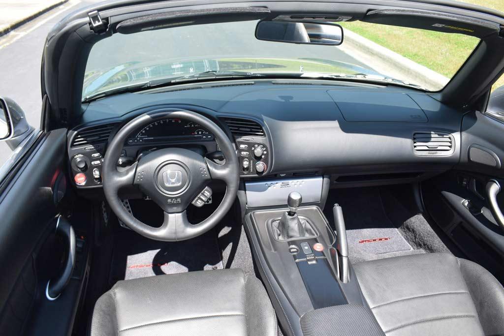 Хорошо сохранился и подрос в цене: родстер Honda S2000 с копеечным пробегом продают в США