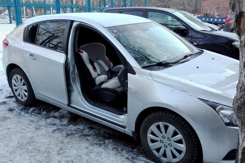 Россиянам грозят новые штрафы за машины во дворе: за что именно собираются наказывать
