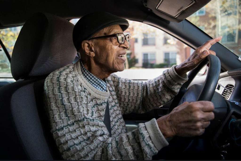 Пожилые водители и дачники: можно ли рассчитывать на скидку по ОСАГО?