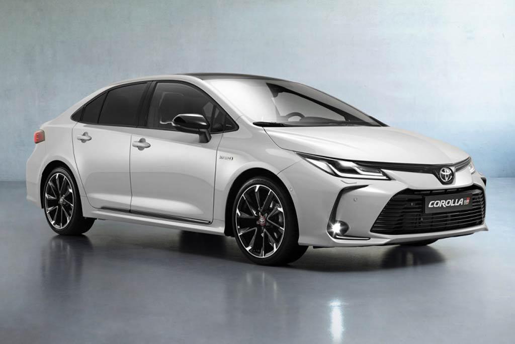 Toyota Corolla GR Sport появится в России: спортивный декор и обычный мотор